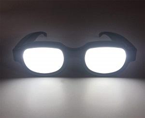 LED内蔵で光るメガネ