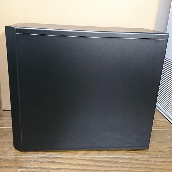 ドスパラミニタワーPC「Magnate XJ(マグネイト XJ)」正面から見て右側