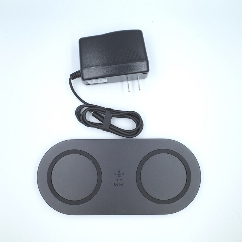 belkin BOOST↑CHARGE 10Wデュアルワイヤレス充電パッドの同梱物