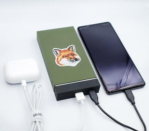 JUMP+ WIRELESS POWERBANK (MAISON KITSUNÉ EDITION)で複数デバイスを充電