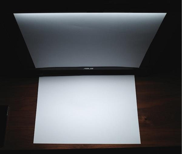 BenQ「WiT ScreenBar」画面にライトが当たらないか検証