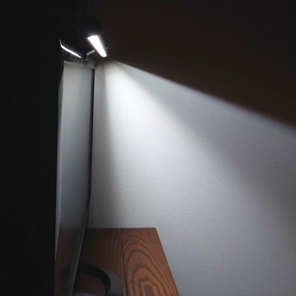 BenQ「WiT ScreenBar」ライトの角度