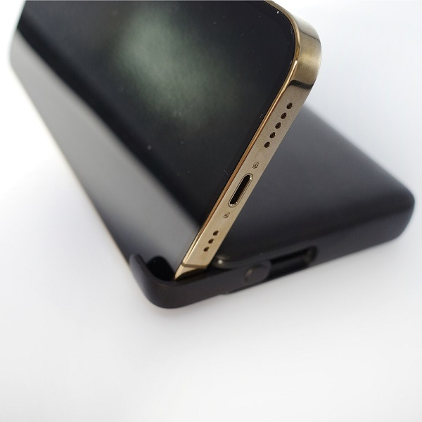Anker PowerCore III 10000 Wirelessスマホスタンド設置例