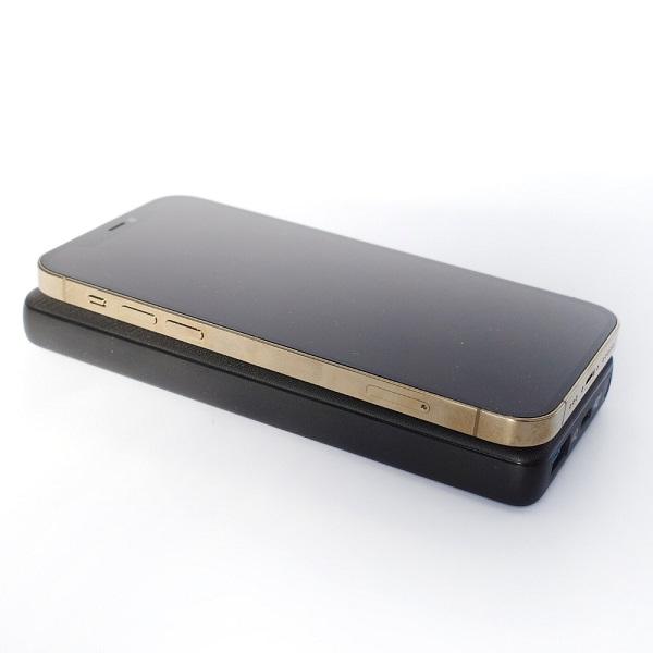 Anker PowerCore III 10000 WirelessでiPhone 12 Proを充電