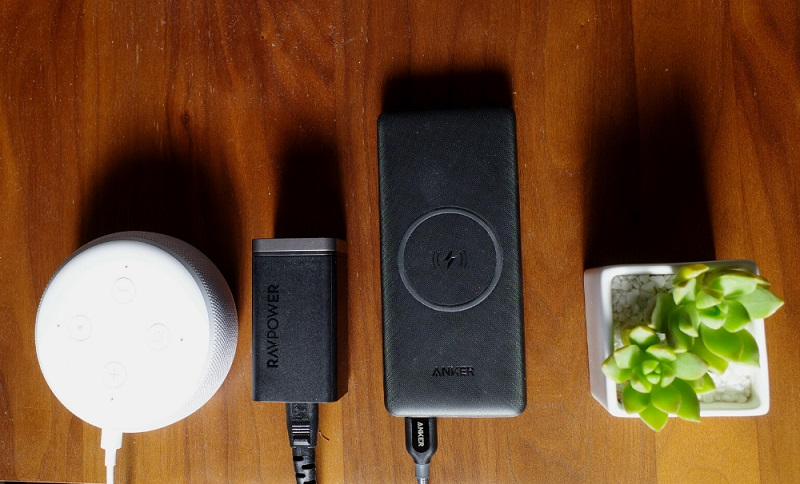 Anker PowerCore III 10000 Wirelessは卓上充電器としても使える