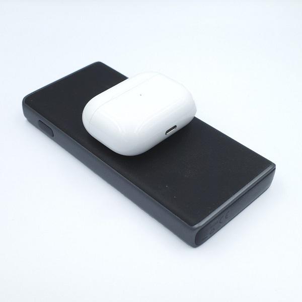 AUKEY Qi対応 10000mAh モバイルバッテリー PB-Y32とAirPods Pro