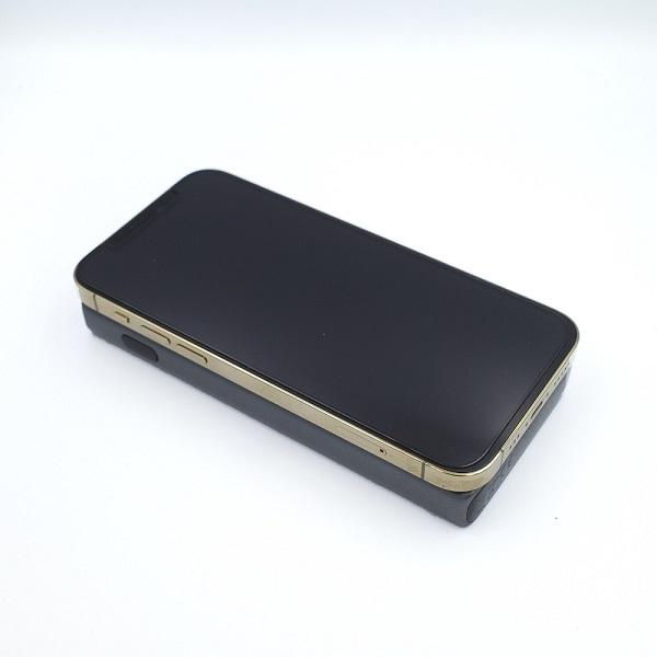 AUKEY Qi対応 10000mAh モバイルバッテリー PB-Y32とiPhone12Pro