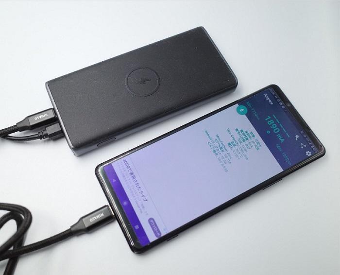AUKEY Qi対応 10000mAh モバイルバッテリー PB-Y32パススルーでスマホを充電