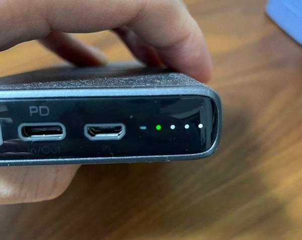 AUKEY Qi対応 10000mAh モバイルバッテリー PB-Y32低電力モード