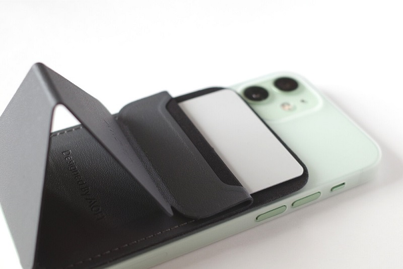 MOFT Snap-On Phone Stand & Walletにカードを収納