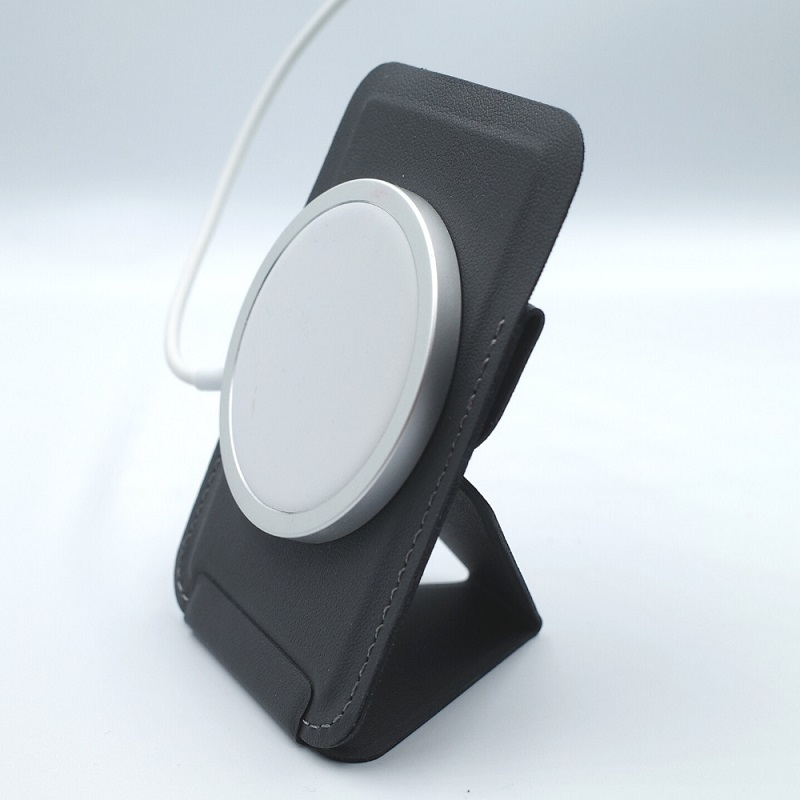 MagSafe対応MOFT XでにMagSafeワイヤレス充電器を接着