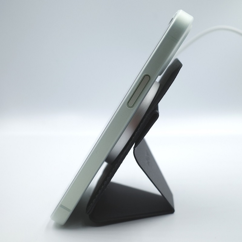MagSafe対応MOFT XでにMagSafeワイヤレス充電器を接着してiPhone12miniを充電