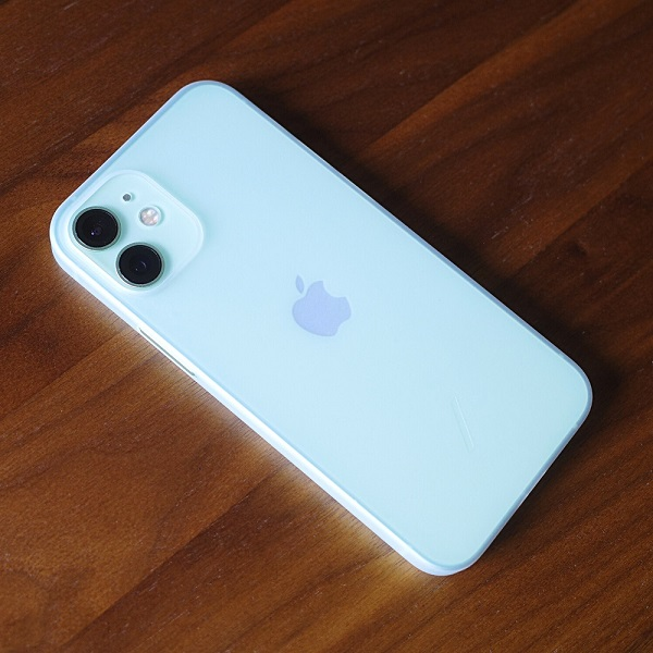 NATIVE UNION Clic Air(iPhone 12 mini)を本体に装着 裏面