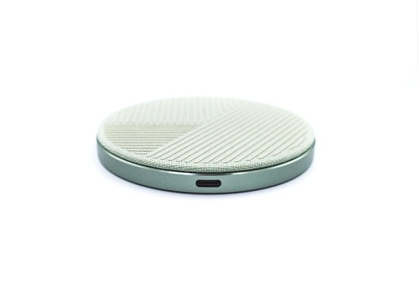 NATIVE UNION DROP WIRELESS CHARGER USBポート
