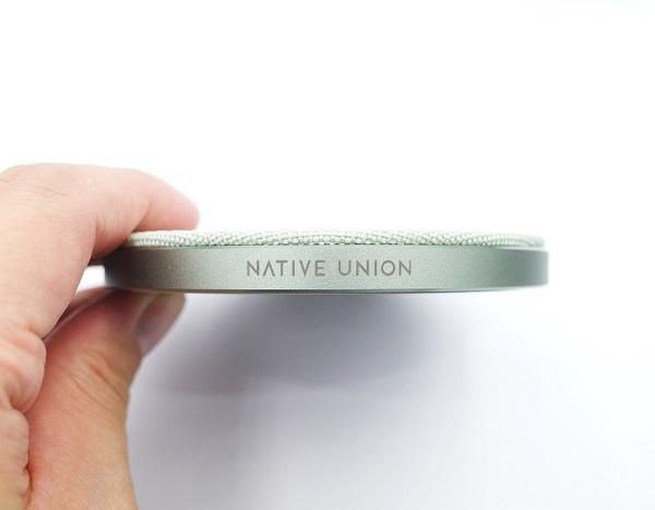 NATIVE UNION DROP WIRELESS CHARGERのアルミ素材の側面