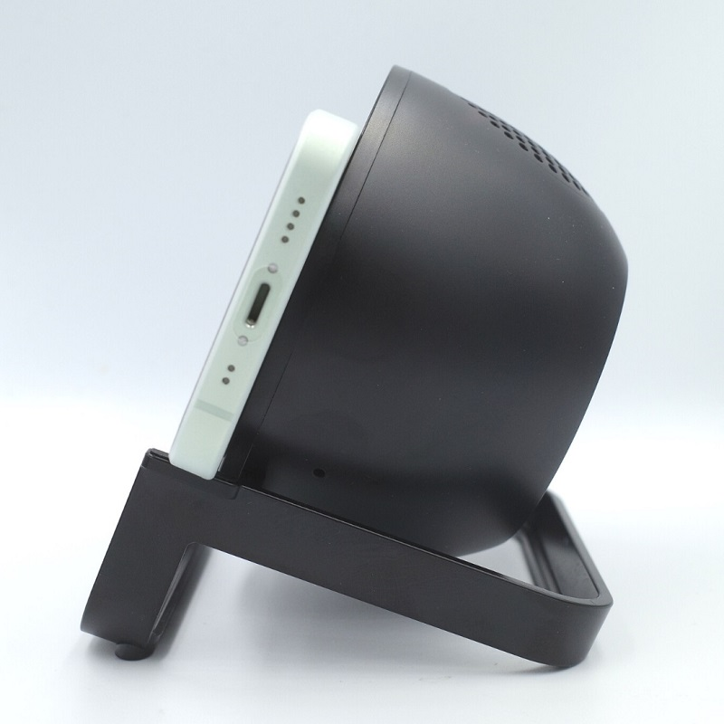 Belkin BOOST↑CHARGE Wireless Charging Stand 10W + Speakerスマホを横置き(サイド)