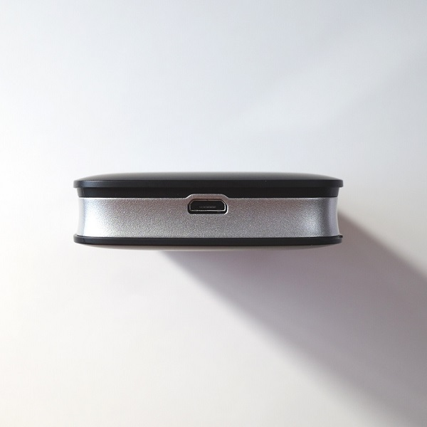 Rakuten WiFi Pocket本体下部 Micro-USBポート
