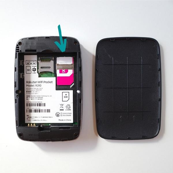 Rakuten WiFi Pocket本体にSIMカードをセット