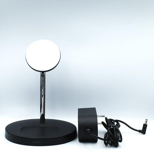 BelkinMagSafe 2-in-1磁気ワイヤレス充電スタンド(黒)と充電アダプター