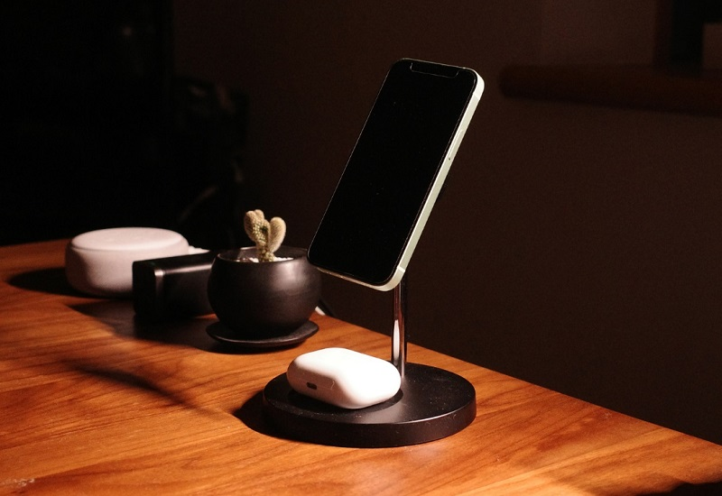Belkin MagSafe 2-in-1磁気ワイヤレス充電スタンド
