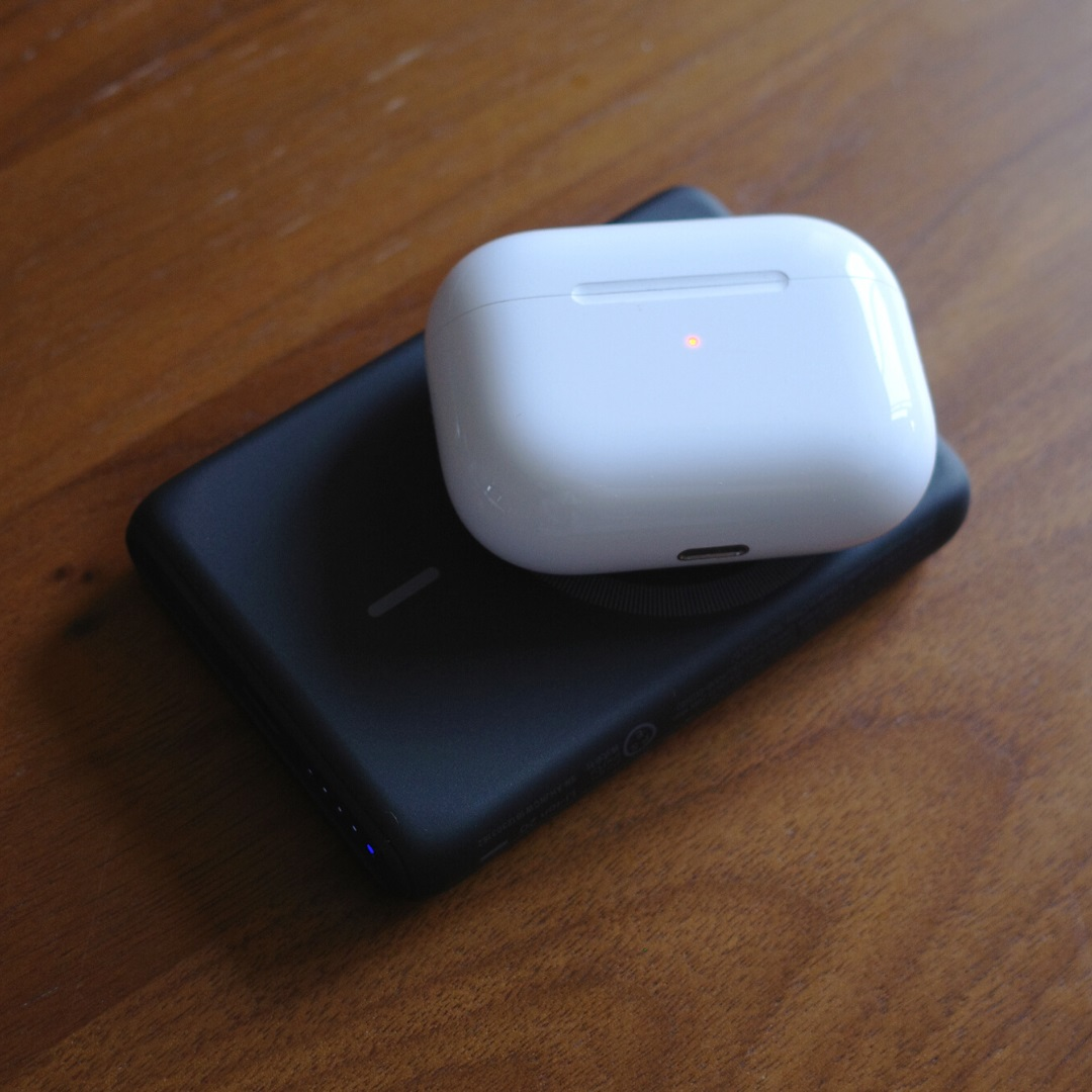 Anker PowerCore Magnetic 5000でAirPods Proを充電