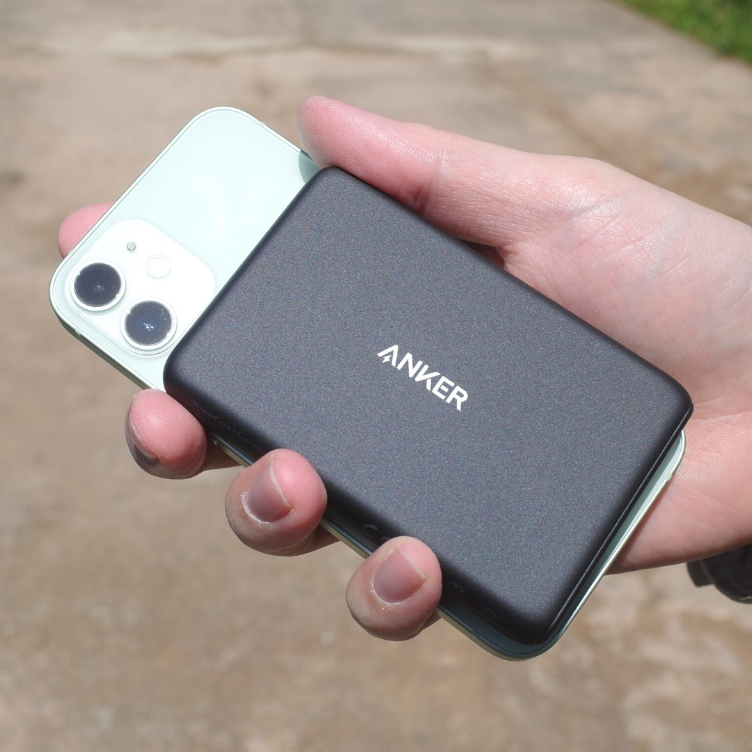 Anker PowerCore Magnetic 5000使用イメージ