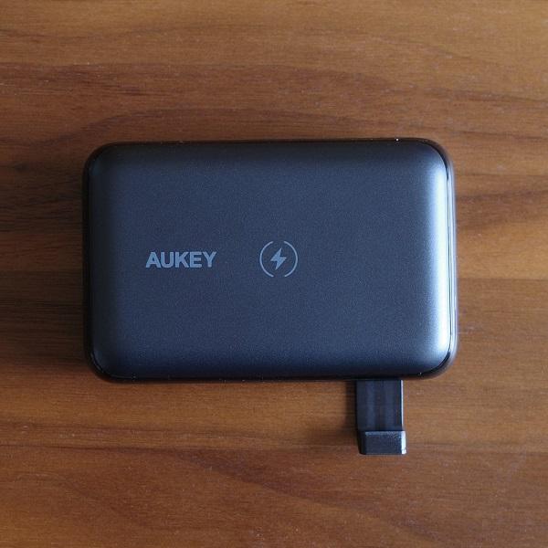 AUKEY Basix Pro Mini(PB-WL01S)のスタンド