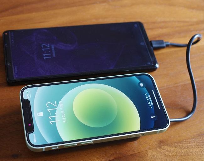 AUKEY Basix Pro Mini(PB-WL01S)でiPhone12miniをワイヤレス充電+XPERIA1ⅡをUSB-Cで充電