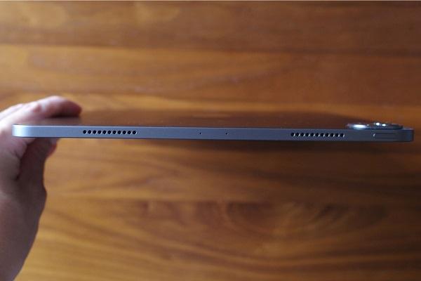 iPad Pro12.9インチの側面上部