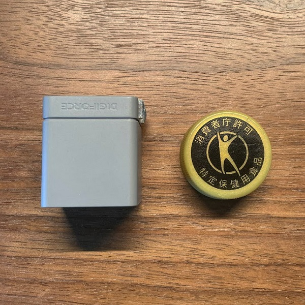 DIGIFORCE 20W USB PD Fast Chargerとペットボトルのキャップ