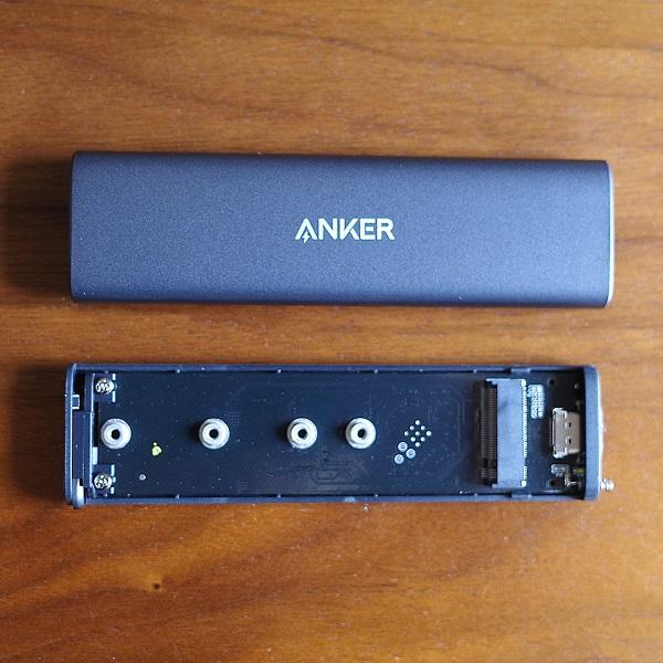 Anker PowerExpand M.2 SSD ケースの外側と内部