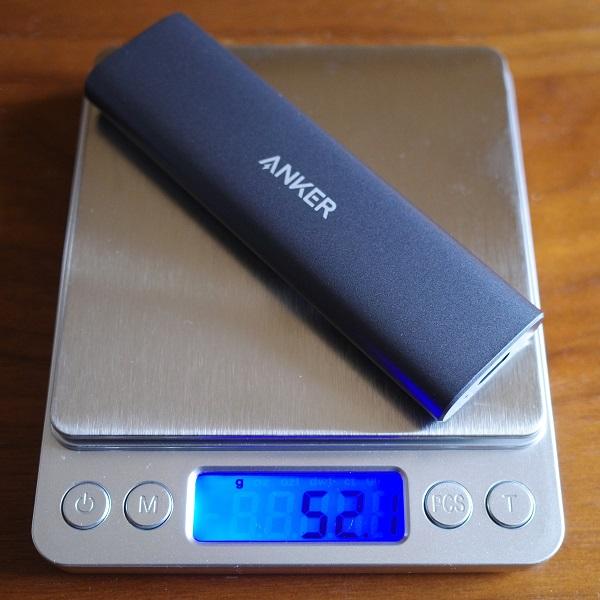 SSDを装着したAnker PowerExpand M.2 SSD ケースの重さ