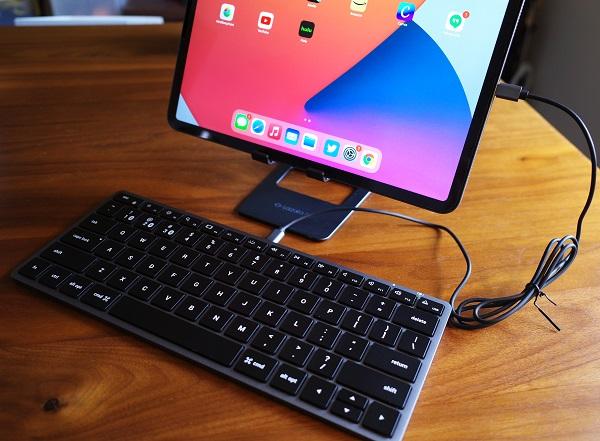 Satechi Slim X1 Bluetooth Backlit Keyboard 有線接続