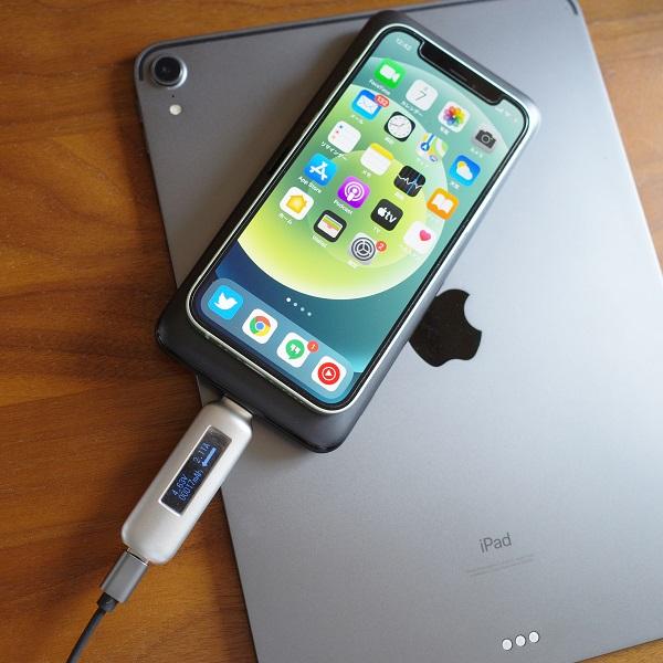 AUKEY Basix Pro(PB-WL02S)でいPhone12 miniとiPad Proを同時に充電
