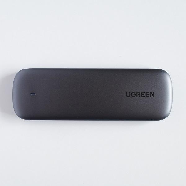 UGREEN M.2 NVMe SSD 外付けケース表面