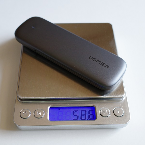 UGREEN M.2 NVMe SSD 外付けケースの重さ