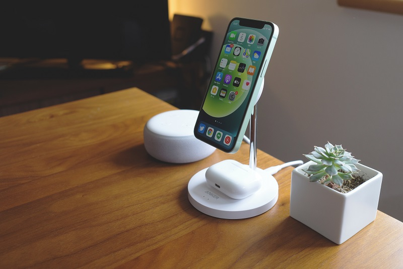 Anker PowerWave Magnetic 2-in-1 Stand Lite使用例