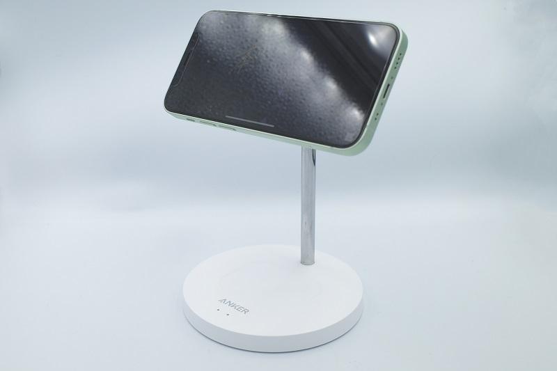 Anker PowerWave Magnetic 2-in-1 Stand Lite iPhone12mini横向き