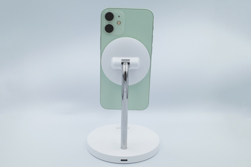 Anker PowerWave Magnetic 2-in-1 Stand Lite iPhone設置裏面