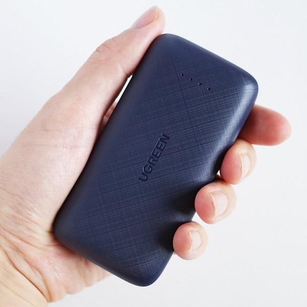 UGREEN 20W 10000mAhモバイルバッテリーのサイズ感