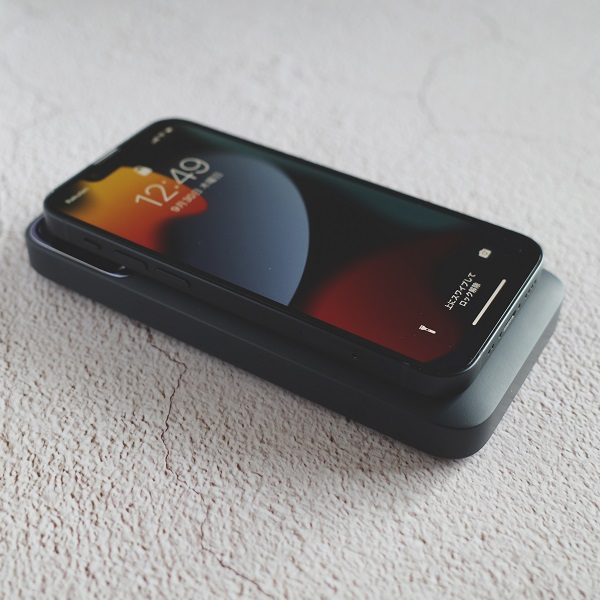 Baseus MagSafeモバイルバッテリーでiPhone13miniを充電