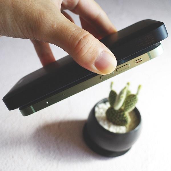 Baseus MagSafeモバイルバッテリーの強力なマグネット
